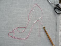 Point de Beauvais avec coton à dentelle ombré pour escarpin broderie d'art.http://www.valeriehacquin.com/savoirfaire-beauvais-points