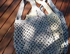 In diesem stabilen Netz kannst du deine Einkäufe, Badesachen, Bälle oder was a.Thanks burgstedt for this post.In this stable network you can transport your shopping, swimming suits, balls or whatever. Knitting Patterns, Crochet Patterns, Learn How To Knit, Macrame Bag, Handmade Handbags, Filets, Summer Bags, Knitting For Beginners, Knitted Bags