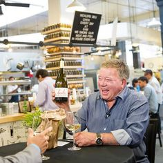 William Shatner knows space. William Shatner knows travel deals. And William Shatner now knows wine. Or at least he likes talking about it. Wine Carafe, Decanter, Wine Baskets, William Shatner, Wine Reviews, Wine Tote, Wine Parties, Wine Delivery, Wine List