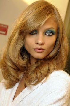 Makeup trends for Spring Summer 2009 from the Christian Dior and Gucci fashion shows by makeup artist Path McGrath. Find out what look will be hot in the next season! Anna Selezneva, Teal Eyes, Gucci, Let Your Hair Down, Retro Hairstyles, Hairstyles Haircuts, Hair Art, Her Hair, Blonde Hair