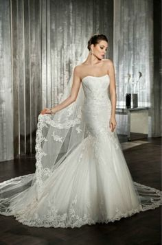 Cosmobella '7519' mermaid, lace and tulle bridal gown.  Immaculate unworn sample.  Size 8/10.  £800