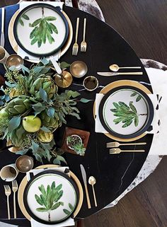 There's something relaxing yet elegant about this dinner place setting