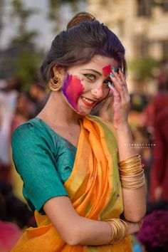 This is an ordinary Indian girl named Riya Sanyal.She was photographed by a photographer in Holi Festival.She's not a model or actress.She's just a young girl with amber eyes. Dehati Girl Photo, Girl Photo Poses, Girl Photography Poses, Girl Photos, Beautiful Girl Indian, Beautiful Girl Image, Beautiful People, Cute Girl Poses, Cute Girl Photo