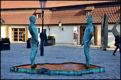 The Peeing Statues outside Kafka Museum in Prague