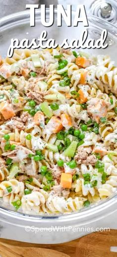 I love this creamy tuna pasta salad recipe! Whether taking it to a potluck or enjoying at a barbecue it's fresh and light flavors are always a hit. With pickles, cheese, pea and of course tuna & pasta, it's the best summer side dish I've made! Creamy Tuna Pasta, Tuna Salad Pasta, Pasta Salad Recipes, Italian Tuna Pasta Salad Recipe, Pasta With Tuna, Macaroni Salad, Fresh Pasta, Egg Salad, Tuna Recipes