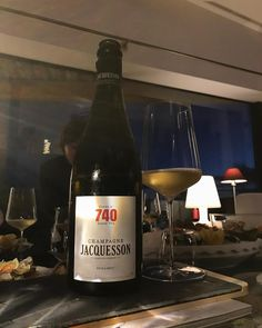 Another try with Jacquesson. Usually Im not a big fan of Jacquesson but this cuvée 740 performed pretty well based on the lovely 2012 vintage. The robe is pale gold. The nose is pretty open and dynamic with good aromas of juicy white peach white flowers and some minerals. The palate is rather generous and full and round. Pretty rich actually with good concentration. In my opinion Jacquesson is usually more steep and straight which is why I dont like it so much. But 2012 vintage gives a great…