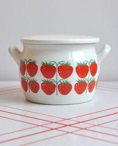 "Kaj Franck Arabia ""Pomona"" Strawberry Jam Jar with Lid Finland Cute Strawberry, Jar Design, Kitchenware, Tableware, Ceramic Boxes, Swedish Style, Simple Furniture, Jam Jar, Modern Love"