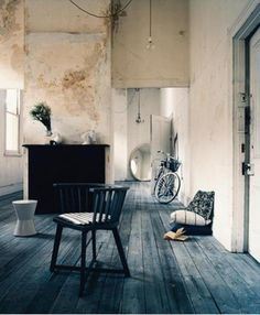 Rustic blue wood floor: was it created using a stain? Interior Architecture, Interior Design, Interior Stylist, Design Interiors, Modern Interior, Turbulence Deco, Rustic Blue, Rustic Modern, Modern Country