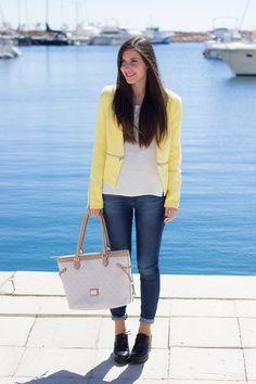 jeans y chaqueta amarilla #kissmylook