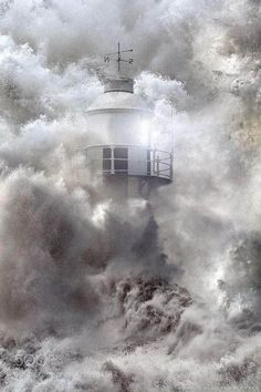 Lighthouse Storm, Lighthouse Pictures, Lighthouse Keeper, Cool Pictures, Cool Photos, Beautiful Pictures, Stürmische See, Stormy Sea, Water Tower