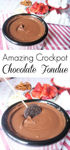 Oh my word! This 2 ingredient Crockpot Chocolate Fondue Recipe is AMAZING! Perfect for dessert parties or a special Valentine's Day dinner. Desserts Crockpot Chocolate Fondue Recipe - 3 Little Greenwoods Crockpot Fondue, Fondue Raclette, Beer Cheese Fondue, Dinner Crockpot, Mini Desserts, Crock Pot Desserts, Crockpot Dessert Recipes, Plated Desserts, Recipes Dinner