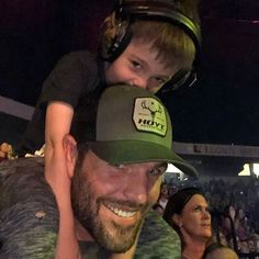 """Isaiah was in the crowd! Makes my heart happy he was screaming """"I love you mommy"""" everytime she got close. So sweet! 😊 Jacob was in the crowd too. Carie Underwood, Carrie Underwood New Album, Hockey Wife, Entertainer Of The Year, Academy Of Country Music, Queen Of Everything, Bonnie Wright, Miranda Lambert, Beautiful Voice"""