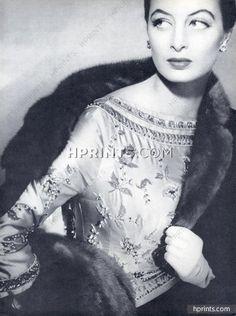 pierre-balmain-1955-blouse-brodee-lesage-embroidery-capucine-photo-henry-clarke-hprints-com.jpg (397×532)