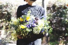 basket : seasonal【L】 - THE LITTLE SHOP OF FLOWERS