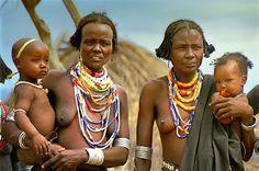 I Borana (chiamati anche Borena o Oromo Borana) sono un gruppo etnico che vive al confine tra l' Etiopia del Sud (Oromia) e l'arido nord del Kenya...