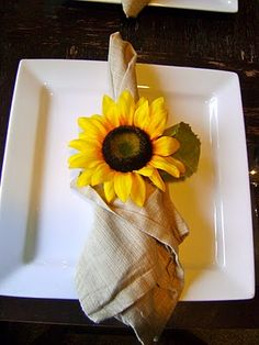 DIY flower napkin rings. She uses hair bands, silk flowers and glue.