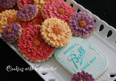 I have been wanting to do these two tutorials for a long time and finally have gotten to it!   You can find my ZINNIA FLOWER COOKIE...
