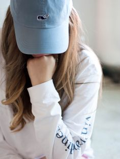 Lounging in Vineyard Vines see the full shoot at PBD Progression By Design Portrait Photography Poses, Photography Poses Women, Stylish Girls Photos, Stylish Girl Pic, Girl Photo Poses, Girl Poses, Preppy Style, Preppy Outfits, Vineyard Vines Hat