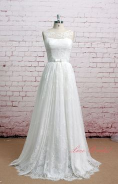 Hey, I found this really awesome Etsy listing at https://www.etsy.com/se-en/listing/160568294/soft-lace-style-bridal-gown-sleeveless