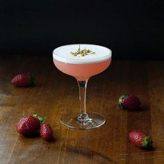 This is my first aquafaba foam attempt and I'm pretty happy with the result. I think I could have gotten a . Strawberry Cocktails, Prosecco Cocktails, White Cocktails, Craft Cocktails, Summer Cocktails, Martinis, Sour Cocktail, Basil Cocktail, Cocktail Garnish