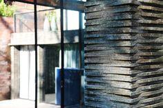 terrasse-bois-exotique-pierre-lave-parement-mural-idées