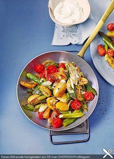 Gebratener grüner Spargel mit Kirschtomaten und Kartöffelchen, ein schönes Rezept aus der Kategorie Gemüse. Bewertungen: 15. Durchschnitt: Ø 4,2.