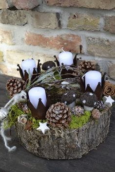 A thick bark lichen wreath decorated with metal crown, small pin … - DIY Christmas Decoration Christmas Advent Wreath, Christmas Candles, Christmas Love, Winter Christmas, Christmas Crafts, Xmas Decorations, Diy And Crafts, Holiday Decor, Metal Crown