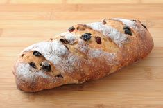 Ricetta pane con uvetta - La ricetta per preparare in casa il pane con l'uvetta, da gustare con la marmellata fatta in casa o con salumi e formaggi.