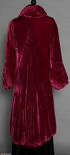 Evening Coats (image 4) | 1930s | velvet, satin charmeuse | Augusta Auctions | November 12, 2014/Lot 127