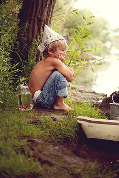 Creekside Photoshoot (Hula Hoop Photography) | Love the newspaper hat, rolled up jeans and the goldfish in a jar!