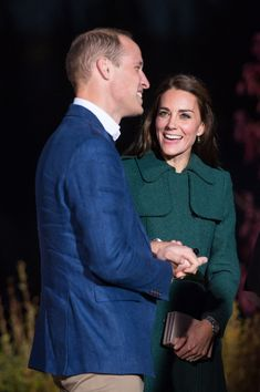 Kate Middleton Photos Photos - Catherine, Duchess of Cambridge and Prince William, Duke of Cambridge attend a Yukon arts event at the Kwanlin Dunn Cultural Centre on September 27, 2016 in Whitehorse, Canada.
