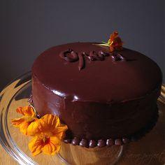 Opera kake, sukkerbrød, kaffesirup, kaffesmørkrem og sjokoladeglasur - voksenkake for de over 15...