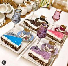 Coffee Cafe, Coffee Drinks, Gateau Cake, Breakfast Platter, Dining Etiquette, Unique Coffee Mugs, Food Platters, Sugar Rush, Food Presentation