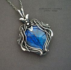 Midnight pendant - silver, labradorite by deviantart Wire Pendant, Wire Wrapped Pendant, Wire Wrapped Jewelry, Pendant Jewelry, Jewelry Necklaces, Jewelery, Necklace Hanger, Wire Necklace, Stone Necklace