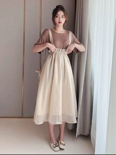 It could be a little shorter though 70s Fashion, Cute Fashion, Modest Fashion, Look Fashion, Skirt Fashion, Fashion Dresses, Fashion Tips, Fashion Quiz, Winter Fashion