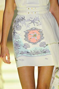 Versace spring 2012 rtw details Fonte: girlannachronism