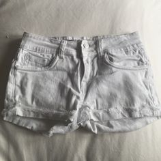 White jean shorts 3/4 or 27...98% cotton. Great condition Vigold Shorts Jean Shorts