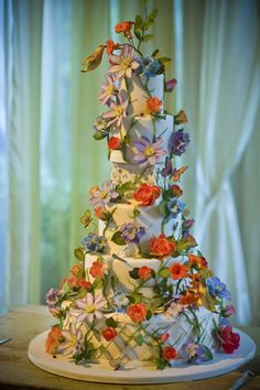 Hummingbird Garden Wedding Cake {Cake by Truli Confectionary Arts, Event Design by Evantine Design, Photo: Melissa Mermin} Beautiful Wedding Cakes, Beautiful Cakes, Amazing Cakes, Garden Cakes, Wedding Cake Decorations, Halloween Cakes, Creative Cakes, Creative Pizza, Creative Photos