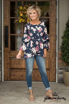 Best Outfits For Women Over 50 - Fashion Trends Mode Outfits, Casual Outfits, Fashion Outfits, Womens Fashion, Fashion Trends, Fashion Clothes, Stylish Mom Outfits, Fall Clothes, Simple Outfits
