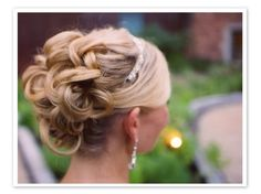 I love this hair up do!