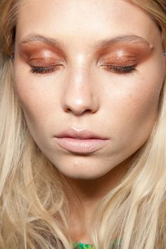 Beauty : Eye Shadow Eye Liner & Mascara : Picture DescriptionKeeping with the trend, the copper shadow made this look at House of Holland Spring 2013 grungy yet chic Makeup News, Makeup Trends, Freckles Makeup, Hair Makeup, Platnum Blonde, Beauty Make Up, Hair Beauty, Mascara, Eyeliner