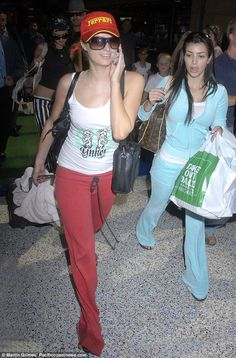 13 Throwback Kim Kardashian and Paris Hilton Photos Change How You See Kim Juicy Tracksuit, Juicy Couture Tracksuit, Paris Hilton Kim Kardashian, Kardashian Style, Kim Kardashian 2006, 2000s Fashion Trends, Early 2000s Fashion, 00s Mode, Paris Hilton Style