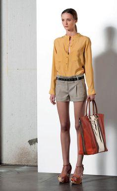 Look 35 . 614 Camicia / Blouse . 461 Short . 278P Borsa / Bag . 205P Scarpa / Shoes