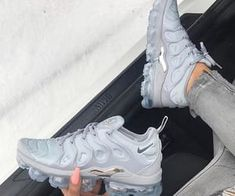 Nike Vapormax Plus – Tennis Shoe Outfit Winter Best Nike Running Shoes, Nike Air Shoes, Nike Tennis Shoes, Nike Air Vapormax, Mens Running, Running Sports, Sports Shoes, Sneakers Looks, Cute Sneakers