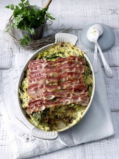 Wirsingkohlauflauf mit Speck - New Site Casserole Recipes, Meat Recipes, Cooking Recipes, Healthy Recipes, Plat Simple, Salty Foods, Oven Dishes, Food Goals, Everyday Food