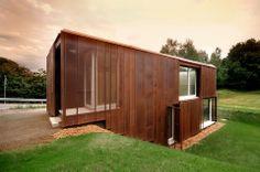 Une Boîte Moirée, Suiza. Fachada con estructura transparente de cobre   Lands Architetture. #arquitecturacobre