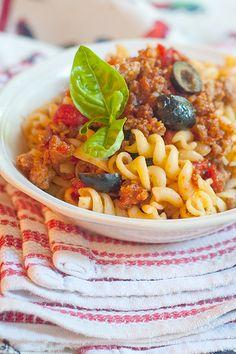 Italian Sausage and Rotini from @NevrEnoughThyme http://www.lanascooking.com/2013/05/31/italian-sausage-and-rotini/ #pasta