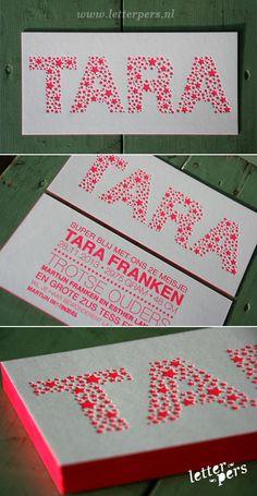 letterpers_letterpress_geboortekaartje_Tara_roze_fluor_neon_sterretjes_kleur-op-snede