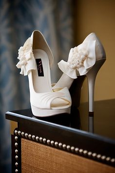 Sophisticated cream bow shoes