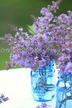 Use Lilac's to Create an Easy Centerpiece - Creative Cain Cabin Lavender Flowers, Fresh Flowers, Beautiful Flowers, Lavender Ideas, Blue Centerpieces, Wedding Centerpieces, Blue Mason Jars, Mason Jar Crafts, Ranch Style
